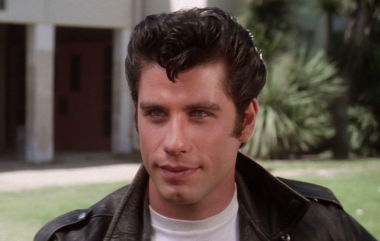 john travolta (Grease 1978 - Ambientada en los años 50) - Representa la juventud y la rebeldía.