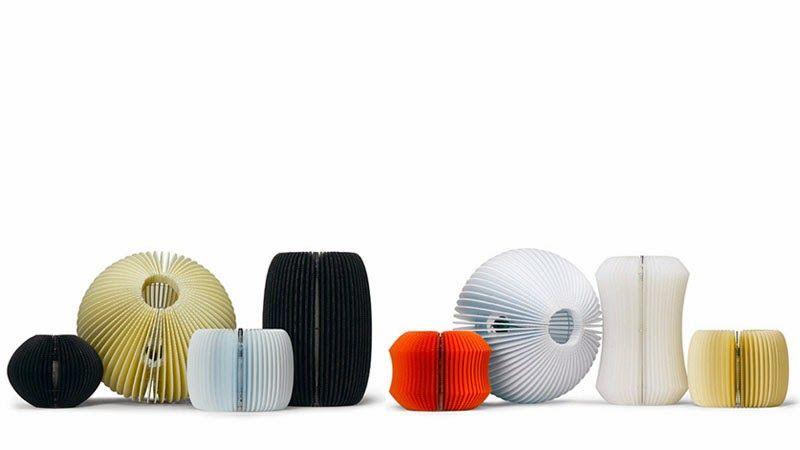Una selecci�n de objetos de dise�o elaborados con cart�n reciclado