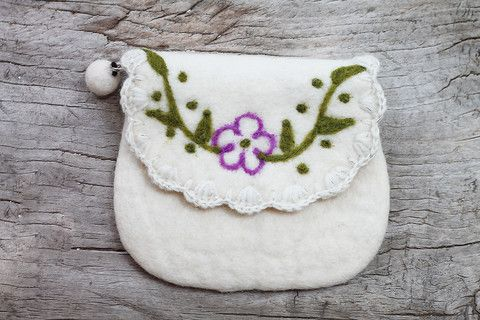 White Flower Felted Wool Coin Purse #wool #felt #coinpurse #purse  #kids