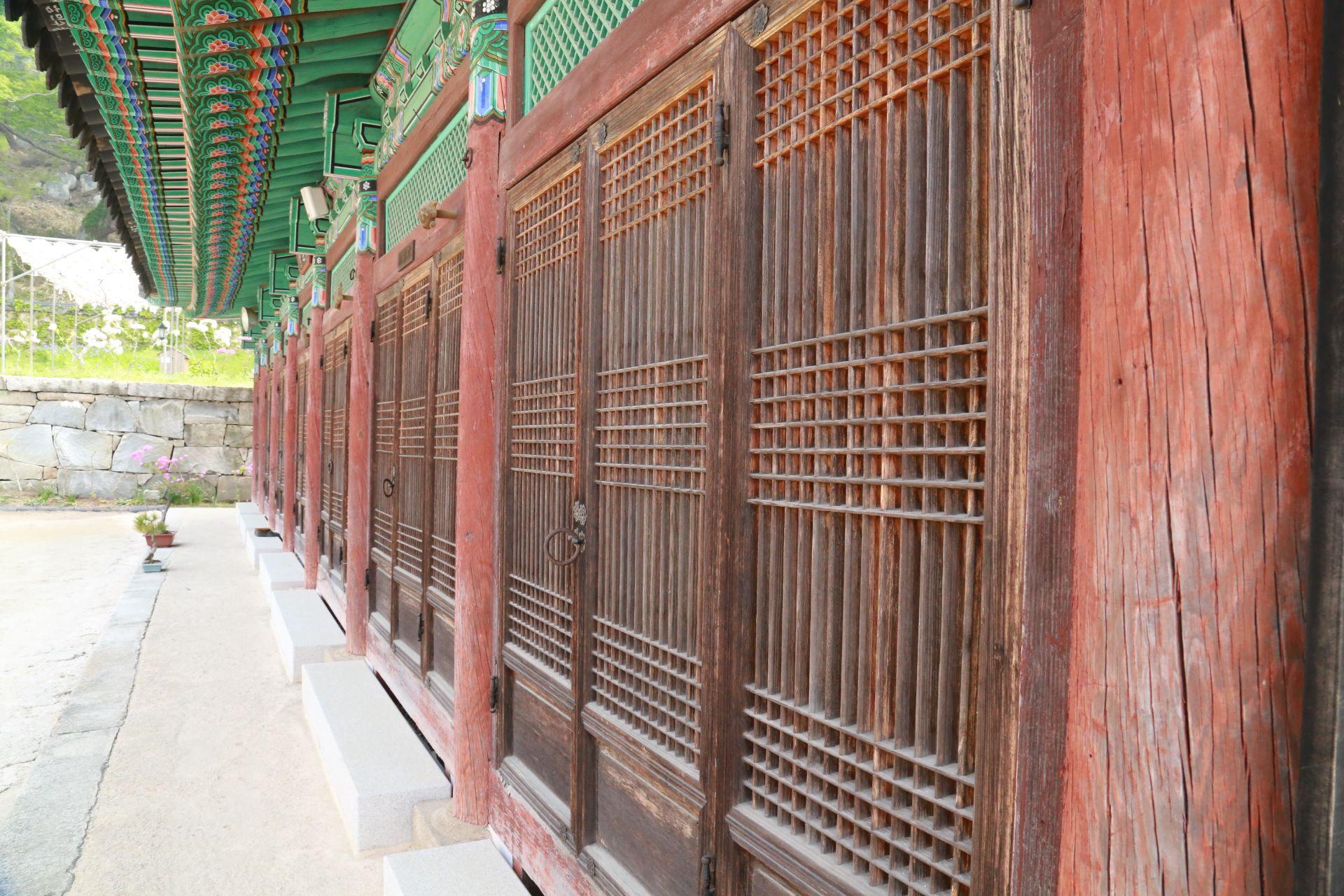수덕사와 석가탄신일 Buddha's Birthday at Sudeoksa    수덕사  http://en.wikipedia.org/wiki/Sudeoksa  homepage   http://www.sudeoksa.com/      우리들한의원 무료앱 다운법 사상체질진단가능 free app. sasang diagnosis program.  http://www.iwooridul.com/app-update