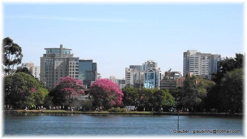 Parque do Ibirapuera - SP / Vista parcial do lago e cidade