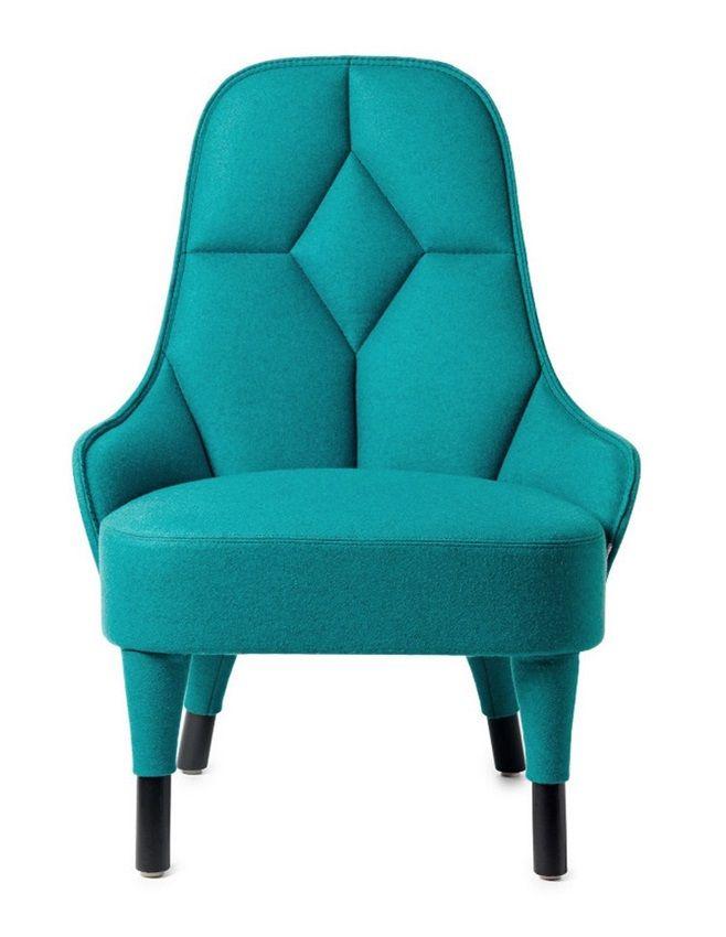 Шведско-французский дизайнерский дуэт Färg & Blanche придумал прекрасную и элегантную пару мягких стульев для шведского мебельного бренда Gärsnäs. EMMA – это кресло ручной работы. Хорошо сшитое, удобное, функциональное, элегантное и комфортное.