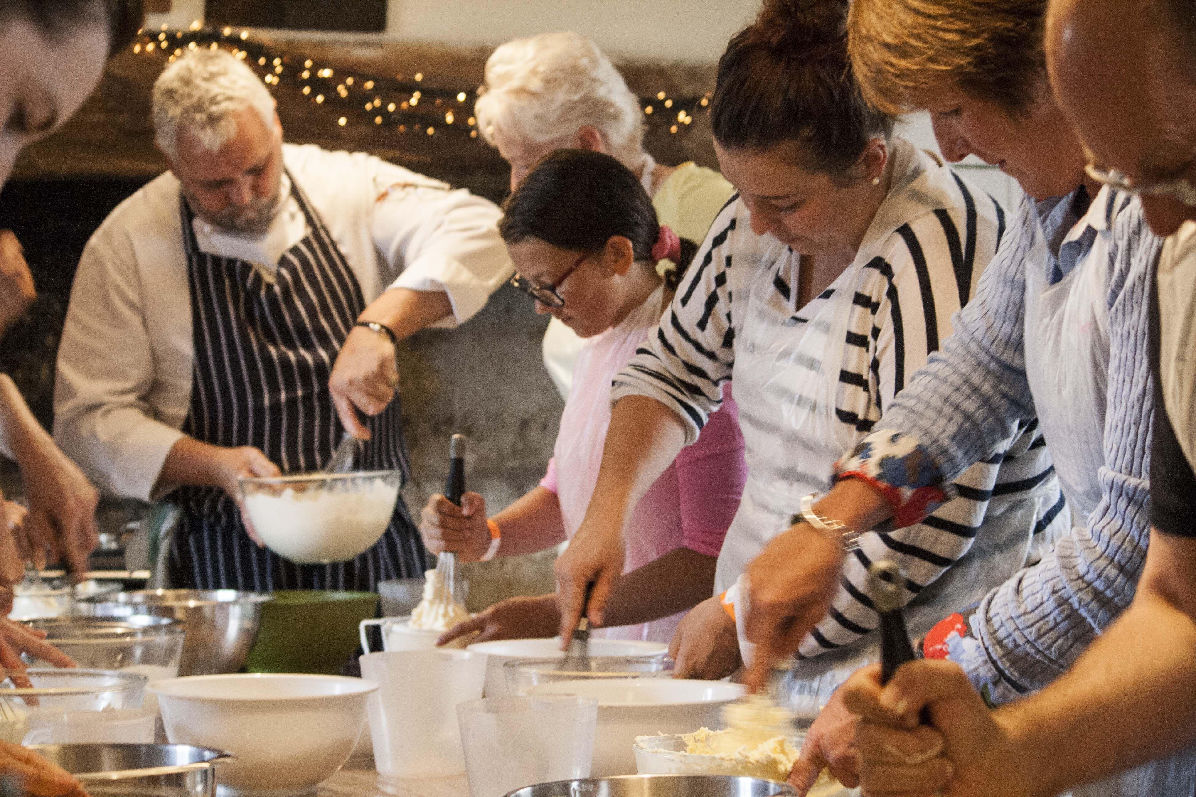 Making butter in our masterclass. (med billeder)