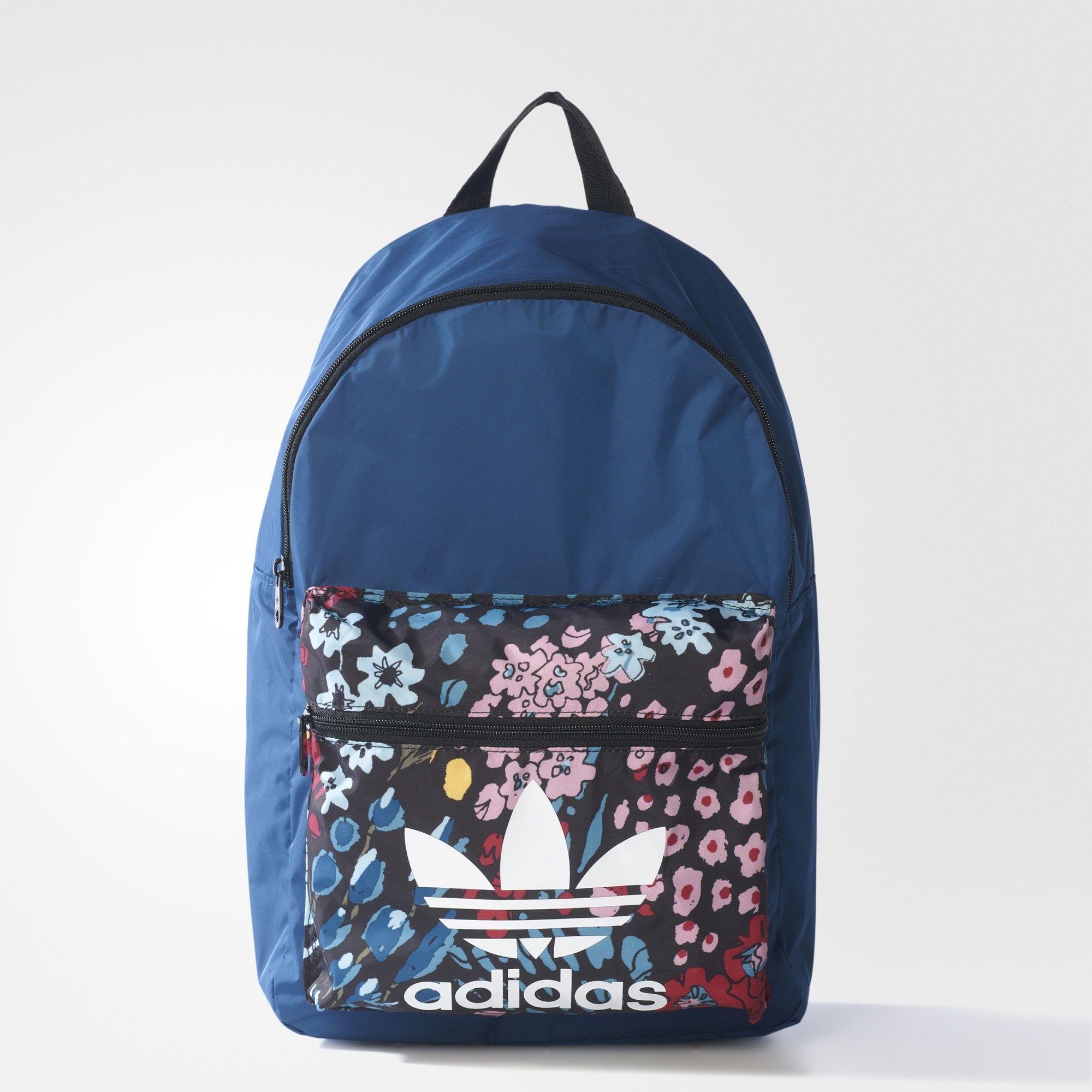 Esta mochila feminina leva você de volta aos anos 80 com o bolso floral  contrastante que fffab8b7f34