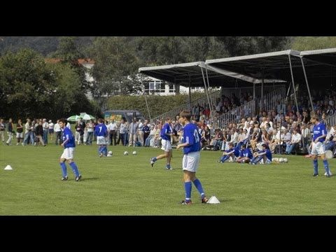 Soccer Training: U19 Schalke 04 - Soccer Drill 24 - Combining with the third man - YouTube