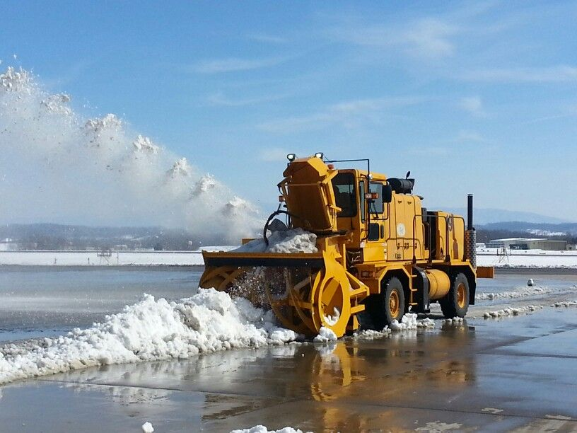 Oshkosh H series with snow blower