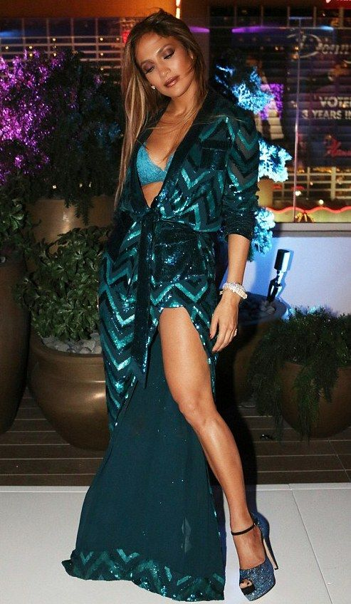 adcc46003ed91 Pinterest: DEBORAHPRAHA ♥ Queen Jennifer lopez at her 47 birthday party 2016