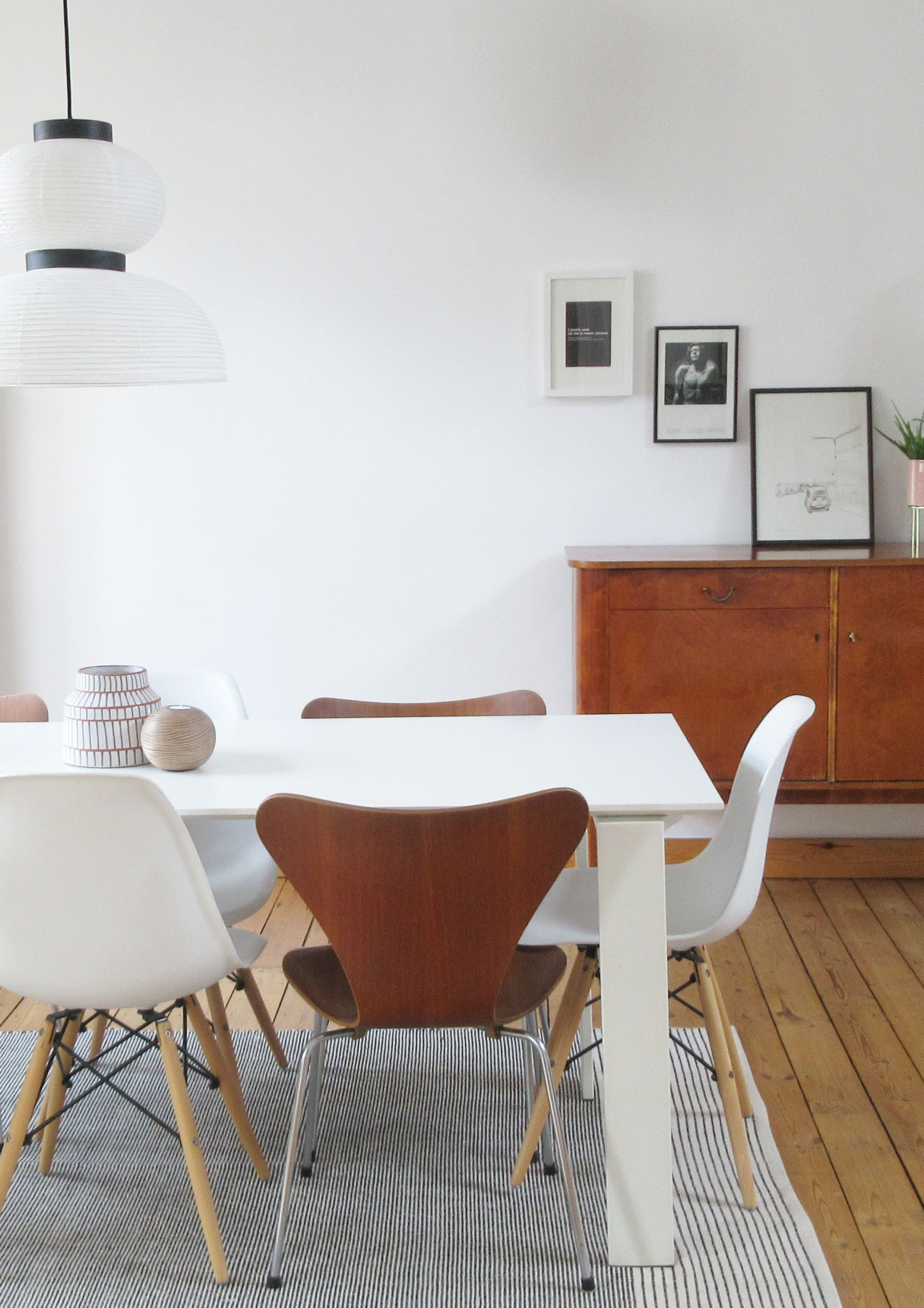 Justinside Interior Design Decoration D Interieur Amenagement D Interieur Dining Room Salle A Manger Jacobsen Chairs Chaises Flat In Brussels Kartell