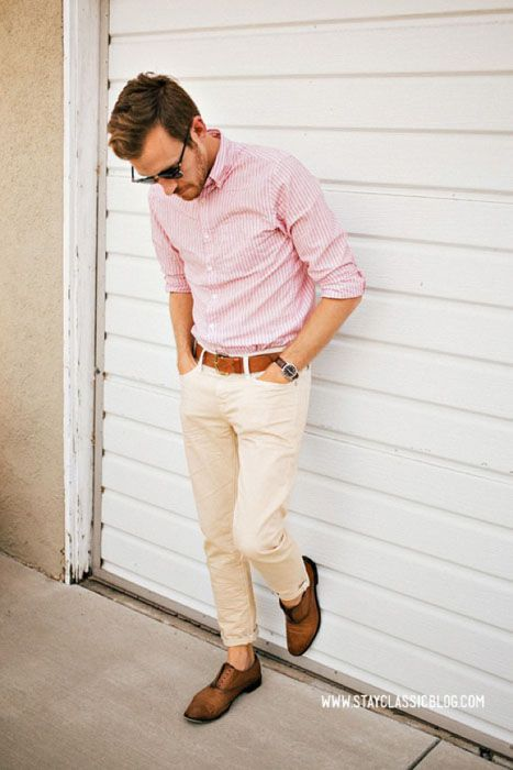 white trousers, a pink shirt and brown shoes without socks ...