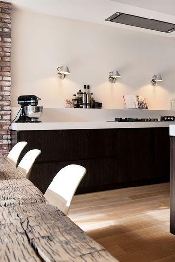 Schöne Effektlichter an der Wand und am Regal, wo Sie #minimalistkitchen