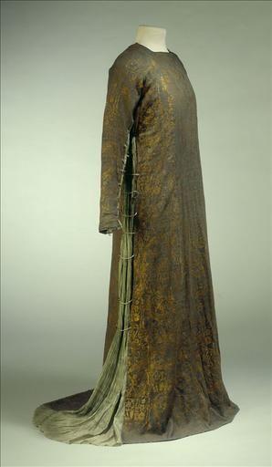 """c. 1912 dress (by Fortuny? maker not listed) made from """"toile de laine bleu gris imprimée or, taffetas de soie gris plissé, perles de verre"""". Galliera musée de la Mode de la Ville de Paris"""
