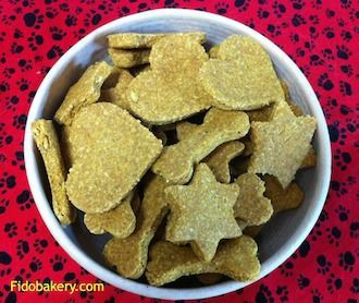 This natural dog treat recipe is extremely good for dogs' health and in particular is beneficial to older dogs. It uses ingredients such as turmeric, flaxseed, peanut butter and oats.