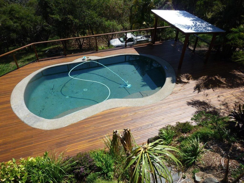 Swiming pools in ground ladders with wooden tile also hand for Swimming pool deck