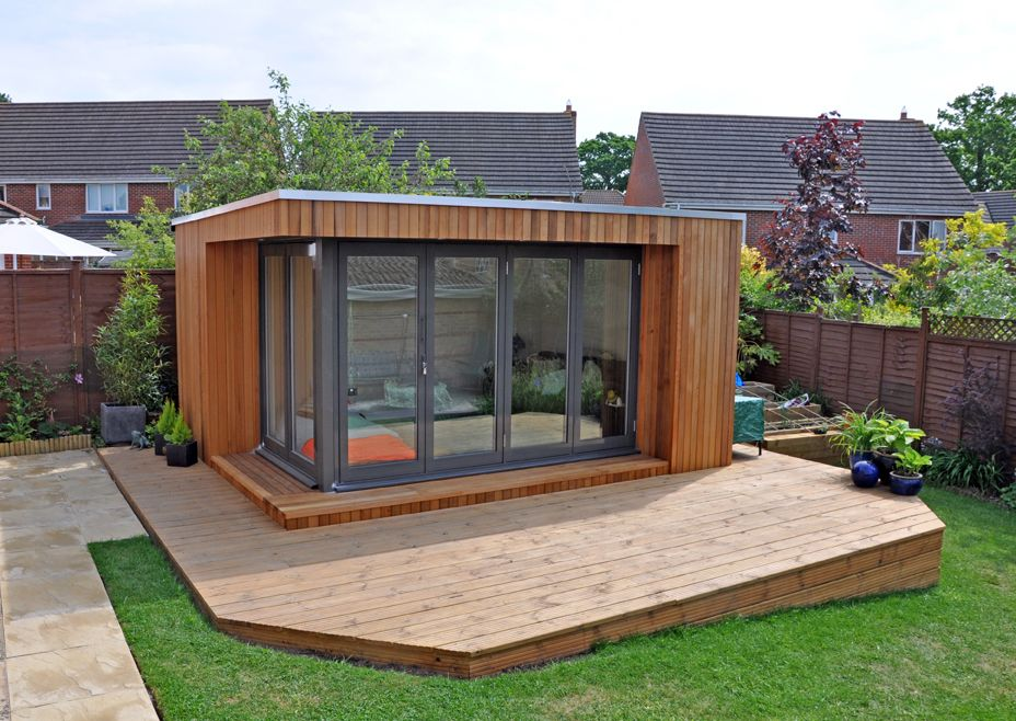 Decking surrounding a garden studio Дизайн, Дом