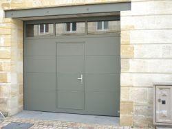 Porte De Garage Sectionnelle En Aluminium Avec Passage Piéton