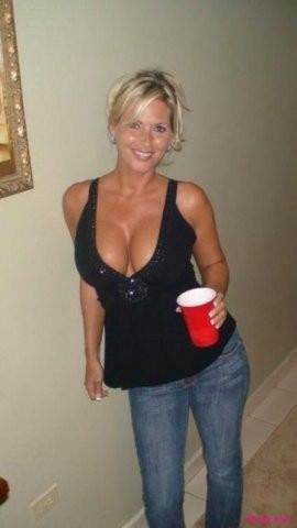 Pictures of mature big breasts