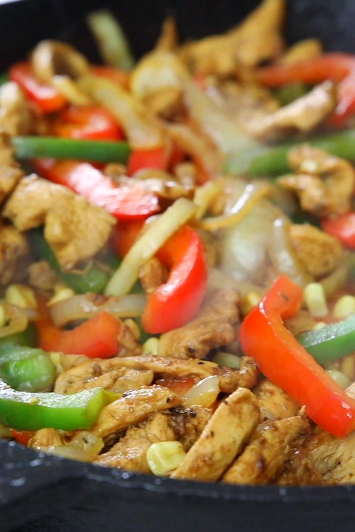 Easy Chicken Fajitas #recipeforchickenfajitas