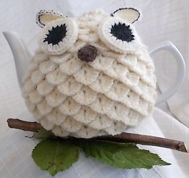 Barnie/Snowie Owl Crochet Tea Cosy pattern by Carole Greaves