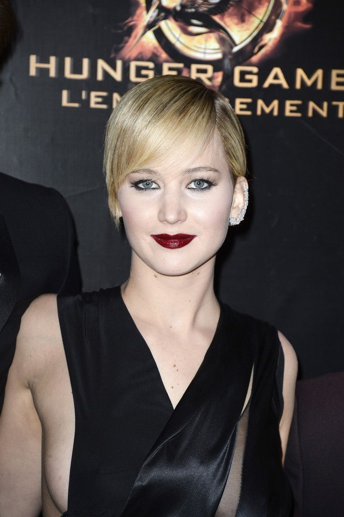 Sizzling Pics Of Actress Jennifer Lawrence at The Hunger Games  Catching Fire Premiere in Paris