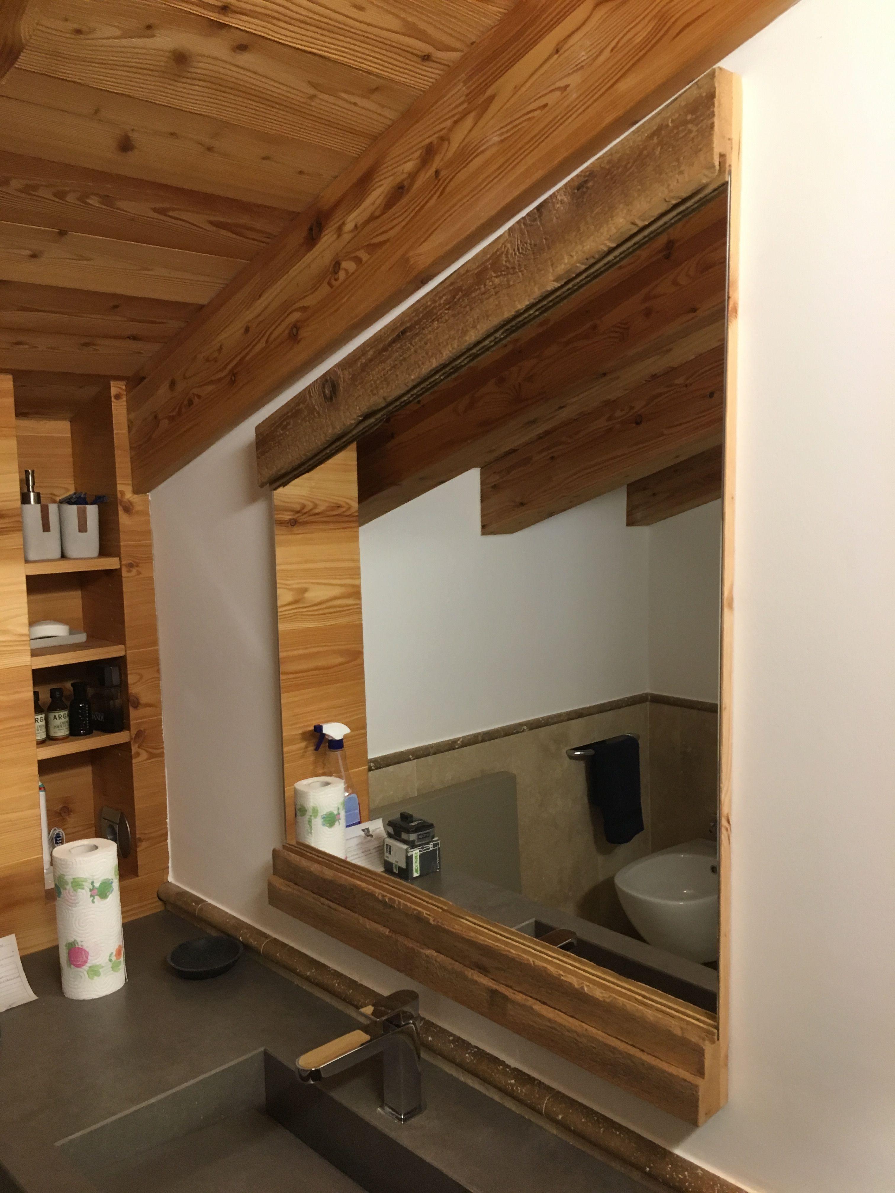 Specchio in larice antico con luce Led inf. e sup.