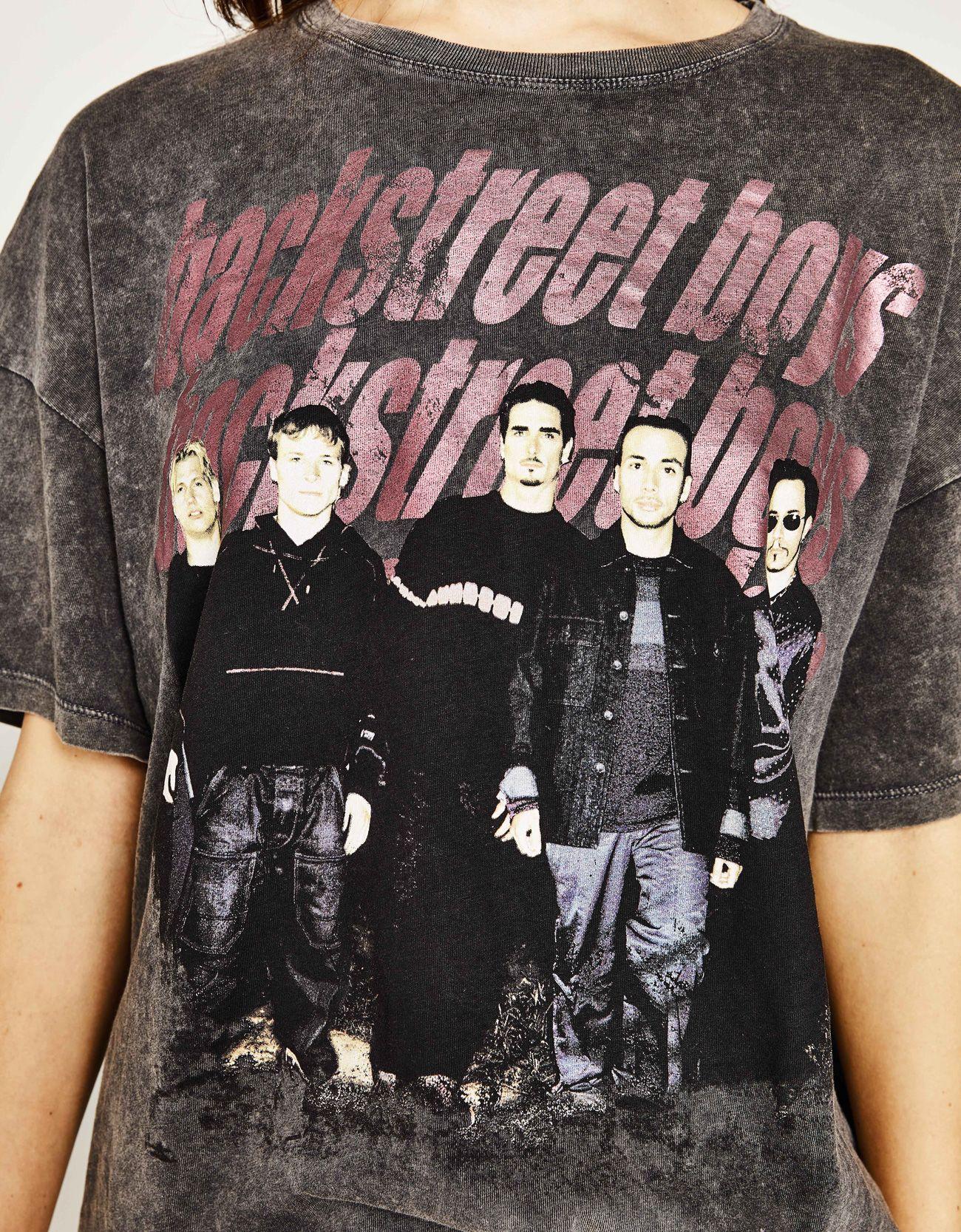 c8b285db Shirt Backstreet Boys. Entdecken Sie diese und viele andere Kleidungsstücke  in Bershka unter neue Produkte jede Woche