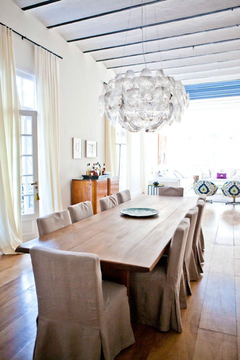 Con más de cien años de historia, este petit palais de estilo francés renace de la mano de un matrimonio con gusto exquisito y muy personal.