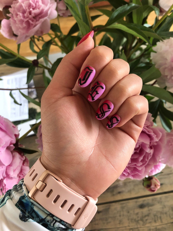 Ombré Old English Font Hand Painted Bespoke Press On Nails - By Jess #brown #nailart #pressonnails #design #bespoke #handpainted #gelpolish #thegelbottle #pressonnailsuk #falsenails #nailsinspiration #oldenglishnails