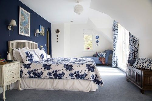 Dieser weiß lackiert Schlafzimmer Highlights blaue Akzente im Raum