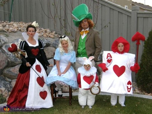Alice In Wonderland Great Costume Idea For A Family Queen Of Hearts Alice Mad Hatter Family Halloween Costumes Family Costumes Halloween Costume Contest
