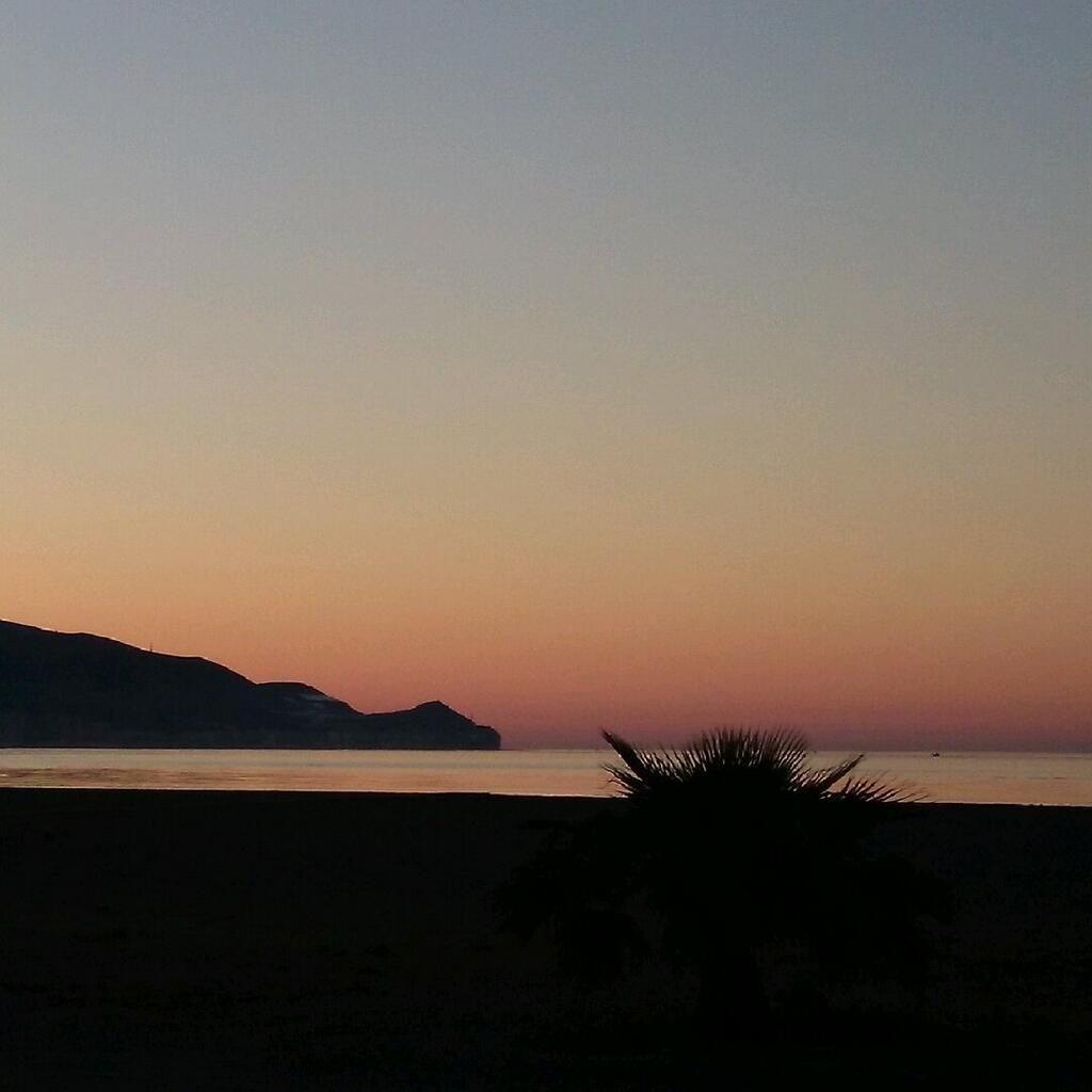 Amanecer en Motril (Granada) / Sunrise over Motril (Granada), by @Elxiquiyolafina