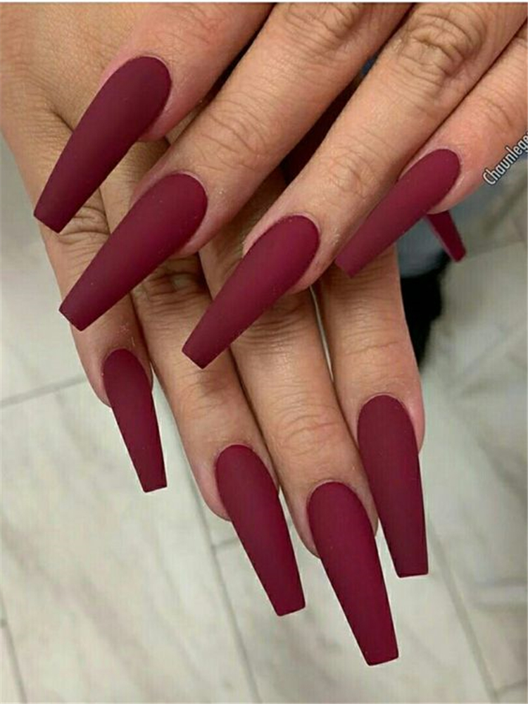 50 Beautiful But Simple Winter Acrylic Coffin Nail Designs You Need To Have For Holiday Season Women Fashion Lifestyle Blog Shinecoco Com Red Acrylic Nails Burgundy Nails Coffin Nails Long
