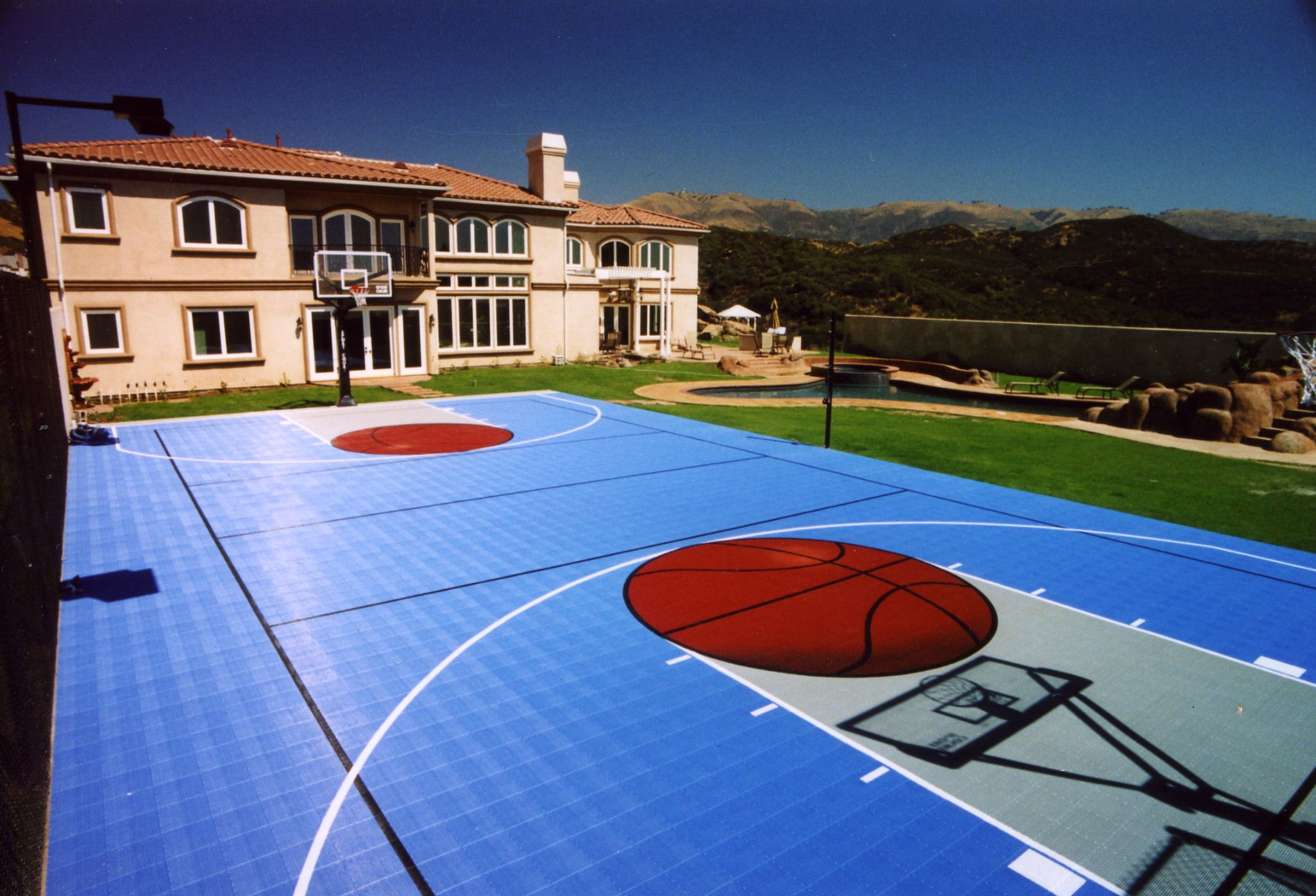Check out this backyard court perfect for the basketball for Basketball court home