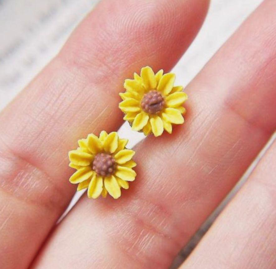 حلق زهرة عباد الشمس هاند ميد سواء كنت ترغب باهداء لصديقة أو ربما مجرد شراء شيء خاص لنفسك اختيار الاكسسورات المصنوعة يد Sunflower Jewelry Cute Jewelry Jewelry