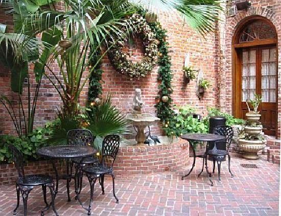 Louisiana Courtyard French