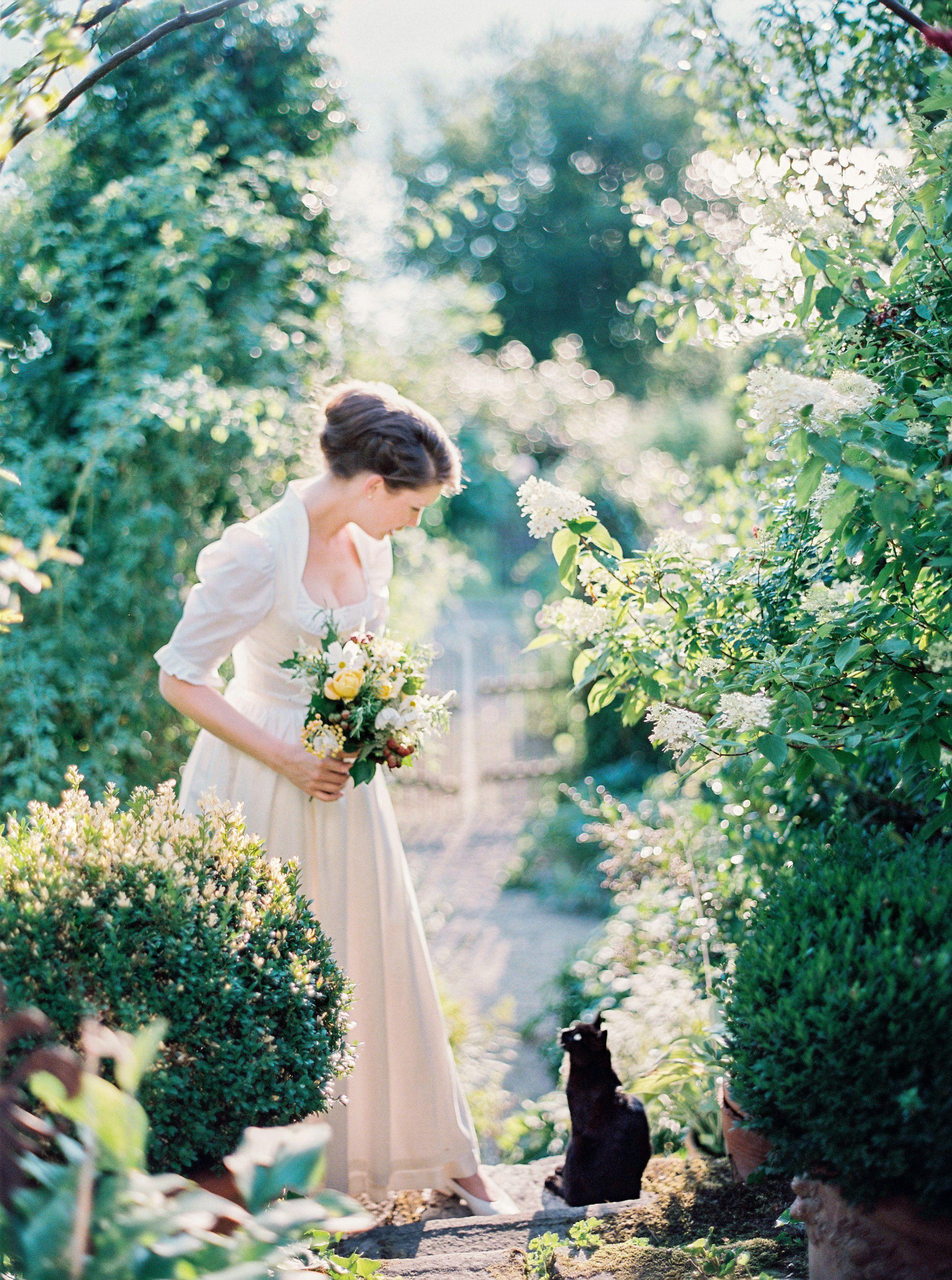 Tracht Dirndl Brautkleid Gartenhochzeit Design By Prime Moments Foto Peaches Mint Gartenhochzeit Hochzeit Dirndl Hochzeit