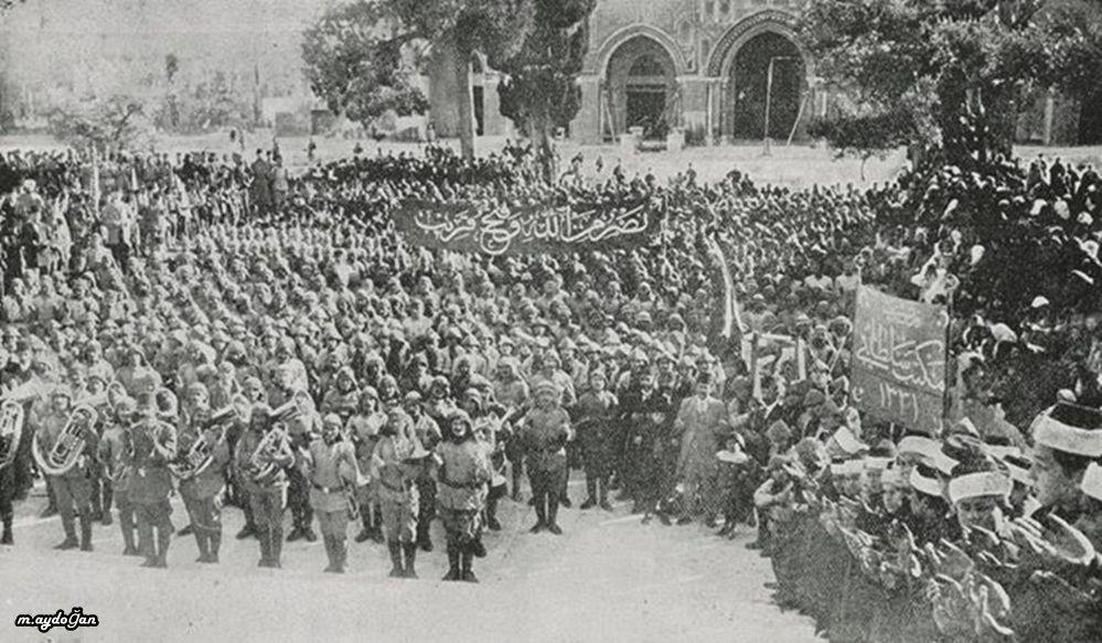 Ottoman Soldiers, Palestinian People and Students, Masjid al-Aqsa, Jerusalem, 1914 (Osmanlı Askerleri Mescid-i Aksa)