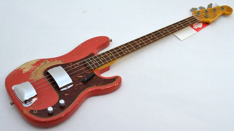 Very nice reliced p-bass. Pino style!