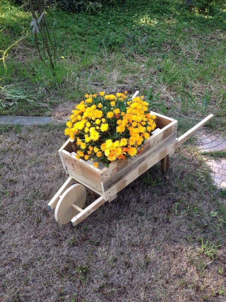Carretto in legno fatto con pedane