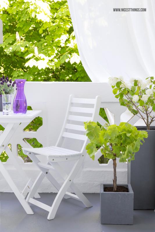 deko fr einen kleinen balkon in grau und wei fibreclay pflanzkbel weie - Grau Wei Deko Selber Machen