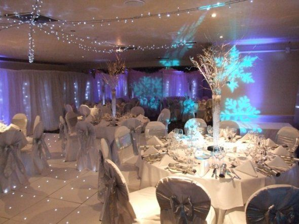 Winter wonderland theme ideas wedding pinterest for Winter themed wedding centerpieces