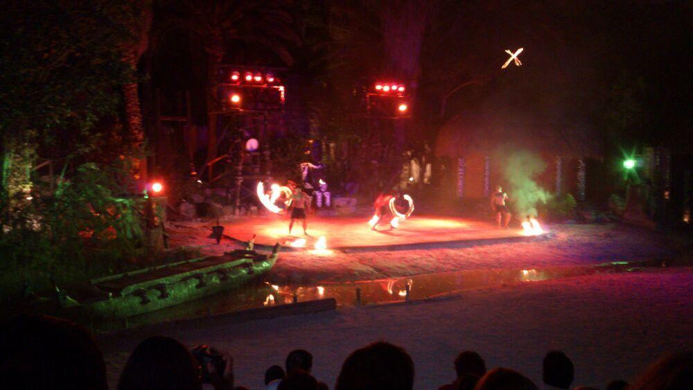 Noche de fuego en Tahití. 18/04/13