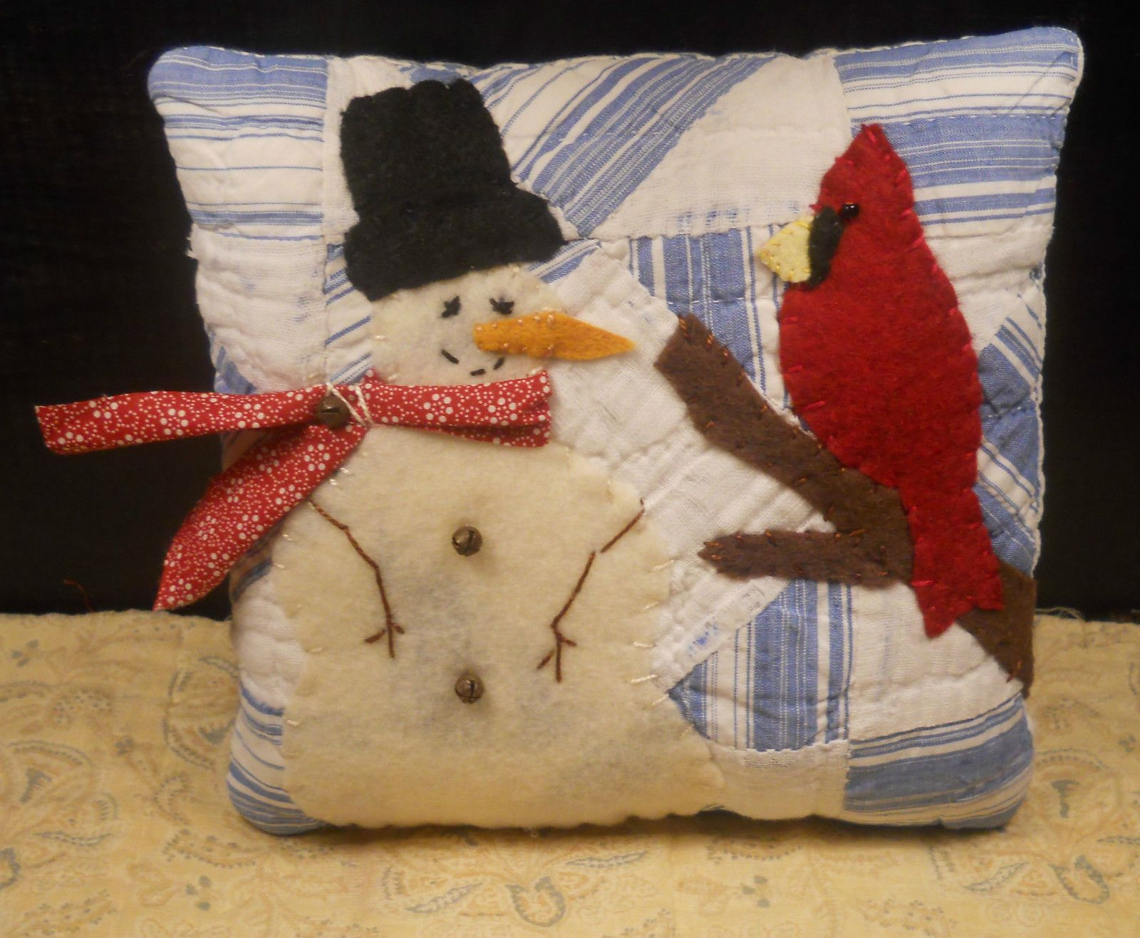 Manualidades De Cojines Snowman And Cardinal Pillow Cojines Cojines