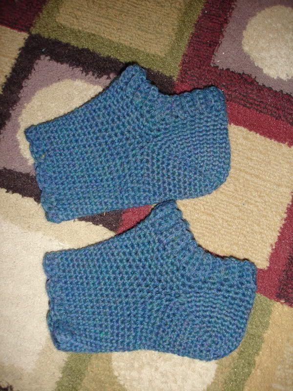 04e644baf91130 yarns and musings  Crocheted Pedicure Socks-Free Pattern