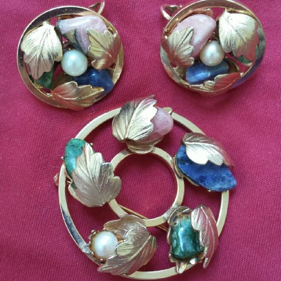 Vintage Sarah Coventry demiparure Colorful yet elegant brooch and earring set, marked Sarah Cov. Excellent vintage condition. Earrings are clips. Vintage  Jewelry