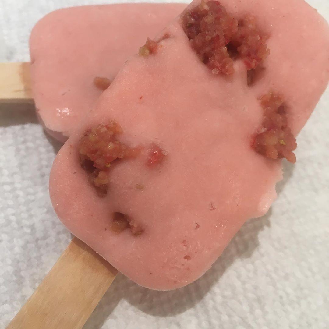Strawberry shortcake paletas