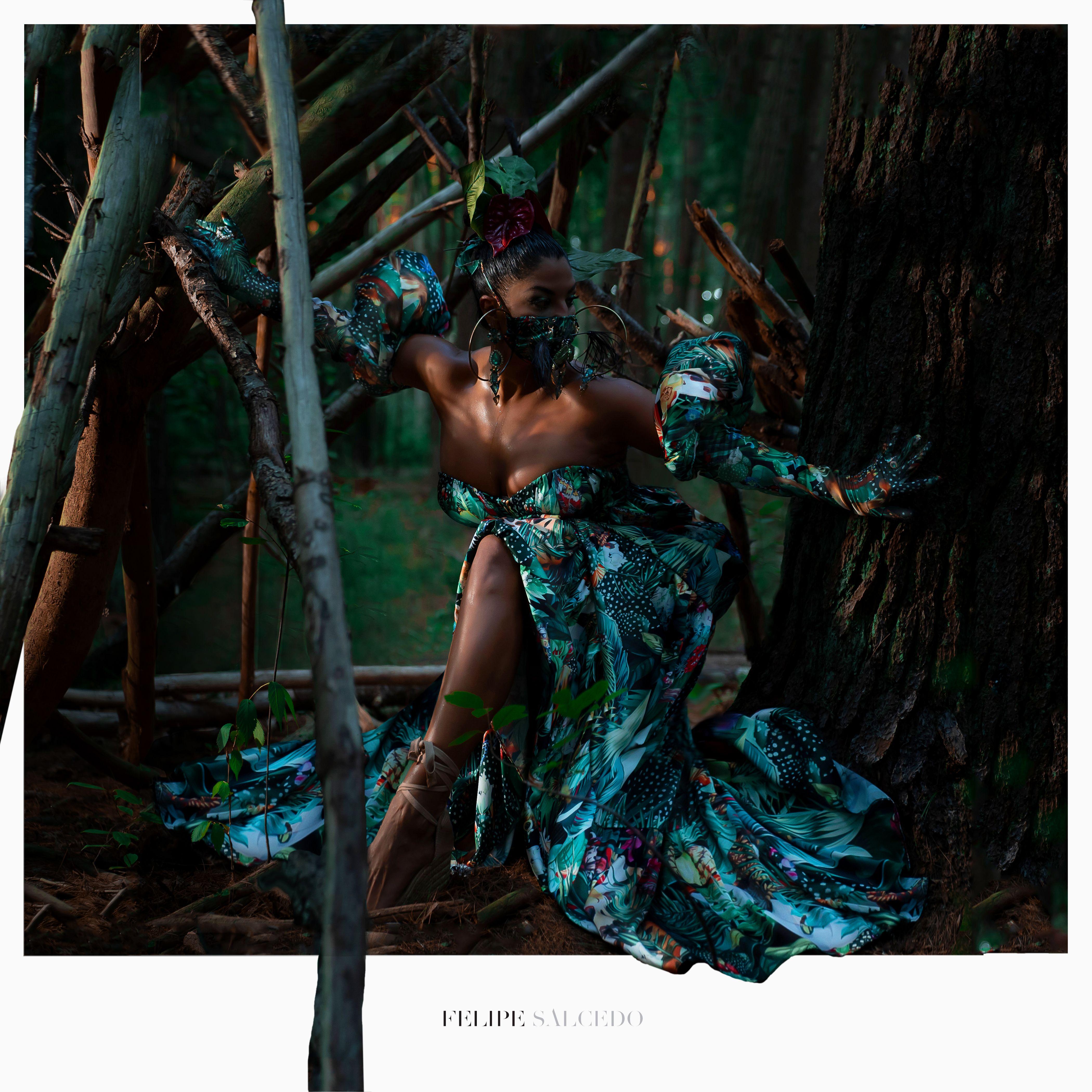 Step into my Rapa Nui Fantasy #rapanui #maskcouture #fashionfacemask #felipesalcedo #tropical #septumpiercing #beetle #insect #hoopearrings #fashionfacemask #couturefacemask #maskcouture #maxidress #tropicaldress #operagloves #facemask