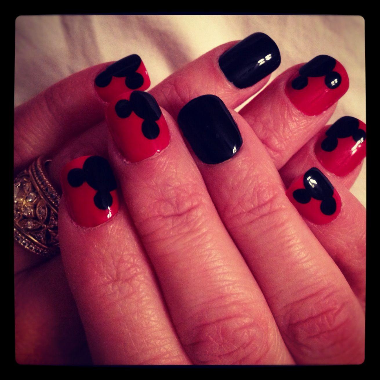 Disney Mickey Nails :)   Nails(:   Pinterest   Uñas de gel y Belleza
