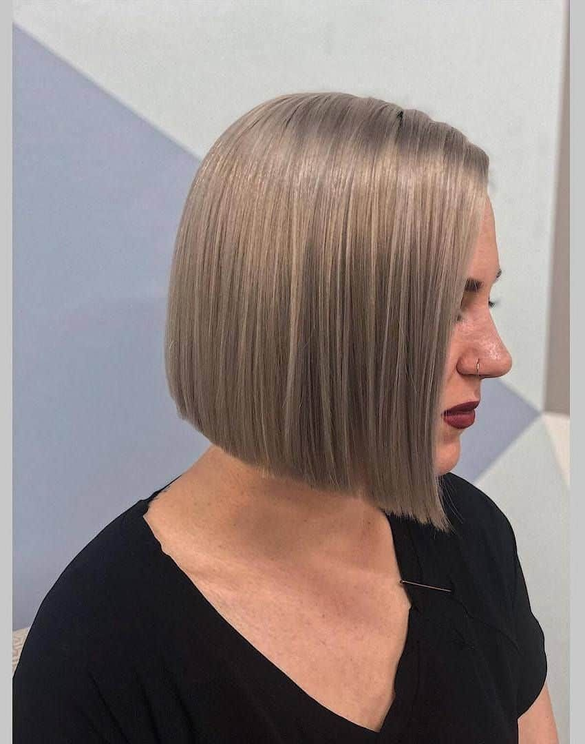 Popular Women S Short Hairstyles 2021 Straight Bob Haircut In 2020 Classic Bob Haircut Classic Bob Hairstyle Haircuts For Wavy Hair