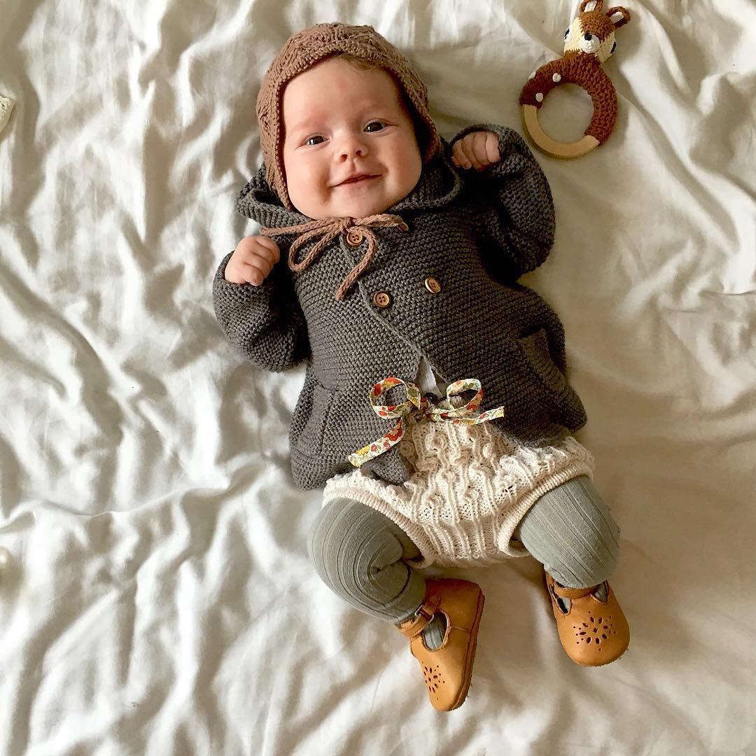 Blid og god! #babystrikk #dagensmatilde #babyknit #strikkedilla #babyknit #baby#zarakids #bønnespirebloomers #knittingforolive