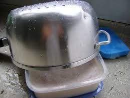 Foto: PASTA DE BRILHO CASEIRA Ingredientes 1/2 barra de sabão em pedra comum 1/2 barra de sabão de coco 1 litro de água filtrada coloque tudo numa panela média. Leve ao fogo e deixe ferver até derreter todo o sabão. Assim que derreter, retire a panela do fogo e acrescente: 3 colheres ( sopa ) de vinagre 1 colher ( sopa ) de açúcar 3 colheres ( sopa ) de detergente líquido Modo de fazer Despeje numa vasilha que caiba toda esta mistura, deixe descansar de um dia para o outro que vai tomar…